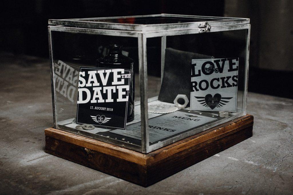 Hochzeits-Papeterie für eine Rocker Hochzeit
